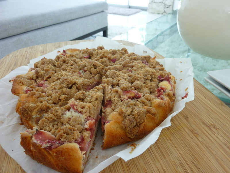 A sweet summer crowd pleaser for brunch or dessert: Rhubarb Strawberry Crumb Cake